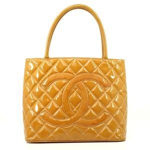 Auth Chanel Medallion Matelasse Leather #1676C33